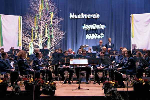 Aktive Kapelle: Konzentration vor Beginn des Konzertes.